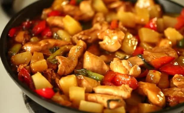 Как приготовить курицу с ананасами в духовке по пошаговому рецепту с фото
