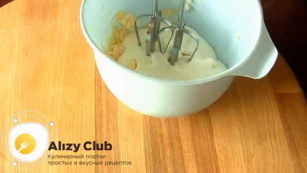 По рецепту для приготовления торта черный принц на сметане взбейте ингредиенты для приготовления крема
