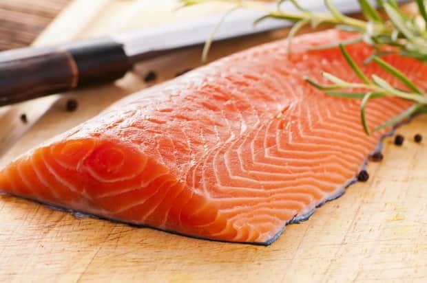 Смотрите как правильно солить красную рыбу