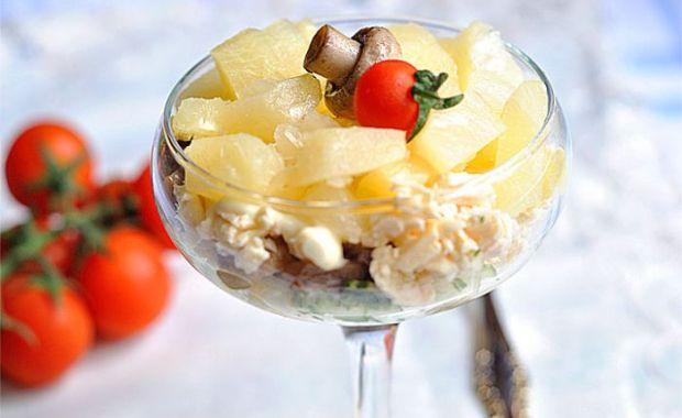 Как приготовить вкусный салат с ананасом и шампиньонами