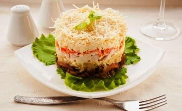 Как приготовить салат с маринованными грибами