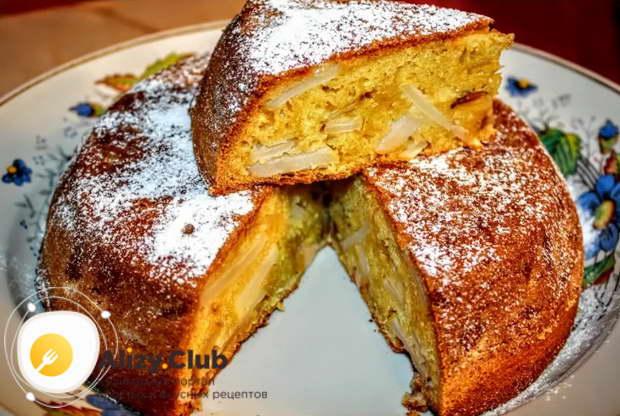 Готовый пирог выкладываем на блюдо