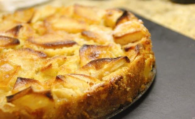 Как испечь шарлотку с творогом и яблоками по пошаговому рецепту с фото