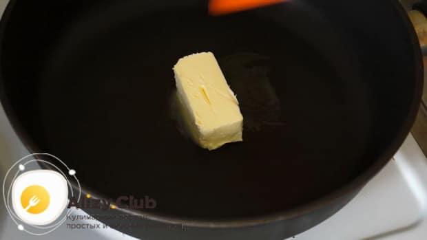 Для приготовления сливочно грибного соуса для спагетти, растопите масло