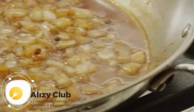 По рецепту. для приготовления пасты с курицей в сливочном соусе подготовьте ингредиенты