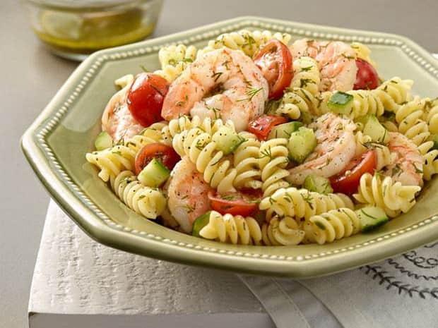 Попробуйие приготовит спагетти с сосисками