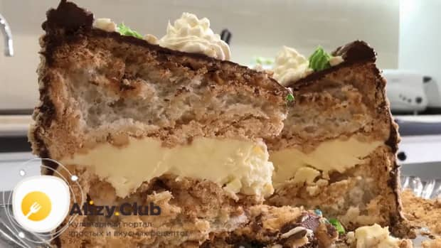 Попробуйте приготовить вкуснейший киевский торт по рецепту советского времени.