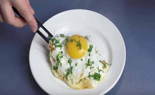 Рецепт приготовления вкусной яичницы с сыром