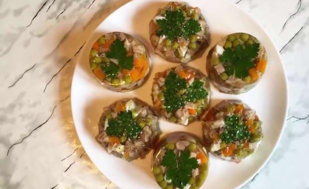 Пошаговый рецепт приготовления заливного из мяса с фото
