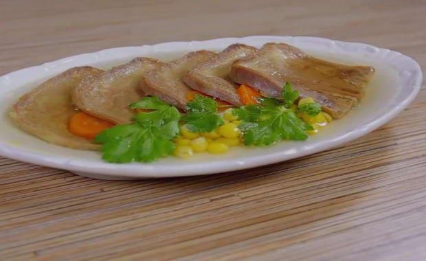 Пошаговый рецепт приготовления заливного из свиного языка с фото