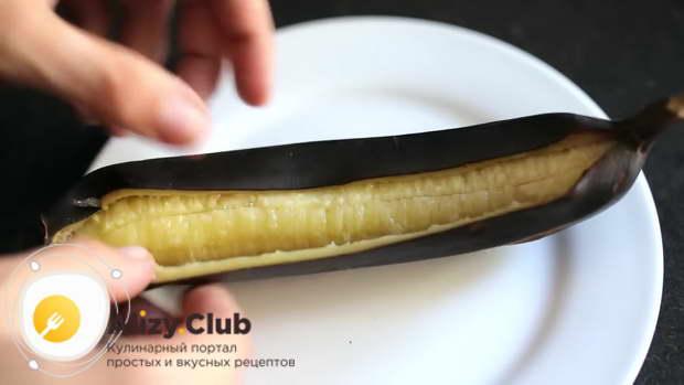 Через 10 минут достаем банан из духовки