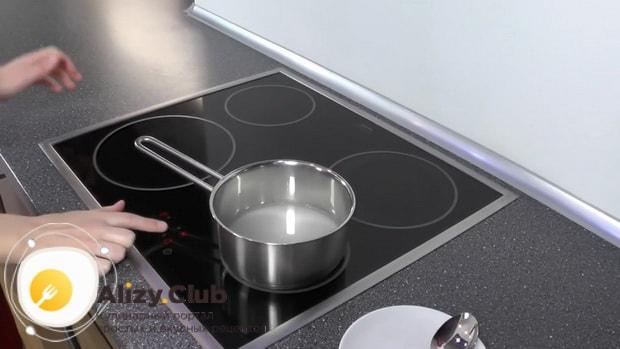 Для приготовления белково-заварного крема. по рецепту, нагрейте воду