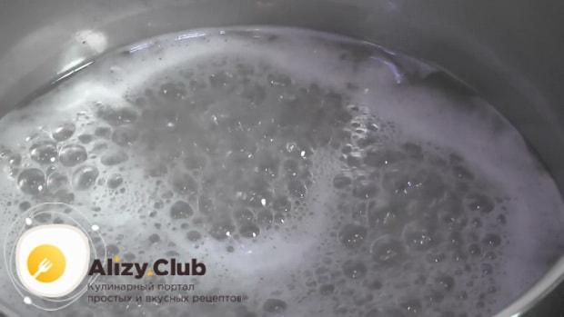 Для приготовления белково-заварного крема. по рецепту, добавьте сахар