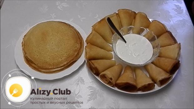 Вкуснейшие блины со сгущенкой приготовленные по простому рецепту готовы.