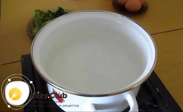 Рецепт брокколи на сковороде с яйцом