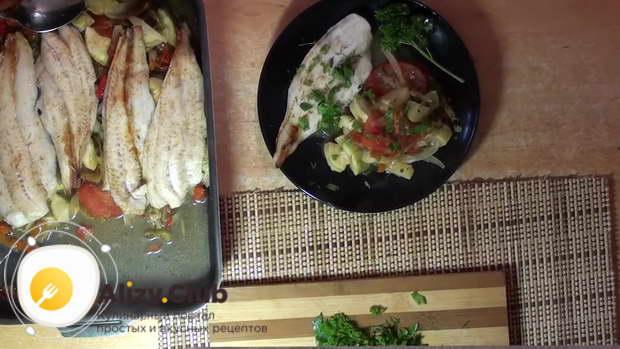 Видео приготовления запеченной рыбы с овощами