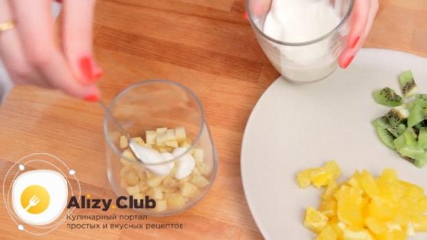 Готовим фруктовый салат со взбитыми сливками