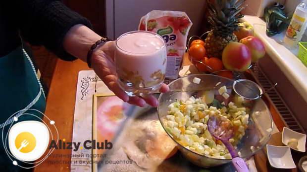 Приготовьте 150 грамм клубничного йогурта