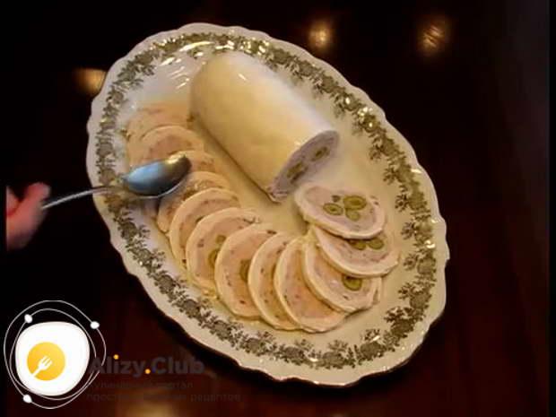 Видео классического пошагового рецепта приготовления галантина из курицы