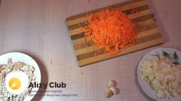 По рецепту для приготовления галушек натрите морковь
