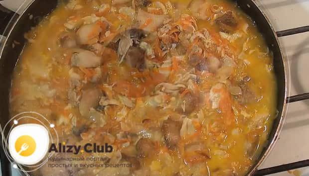 По рецепту для приготовления галушек приготовьте подливу