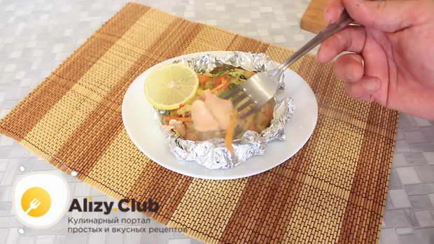 Видео приготовления запеченной рыбы с овощами в фольге