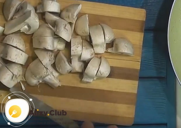 По этому рецепту гречку можно готовить также с белыми грибами.