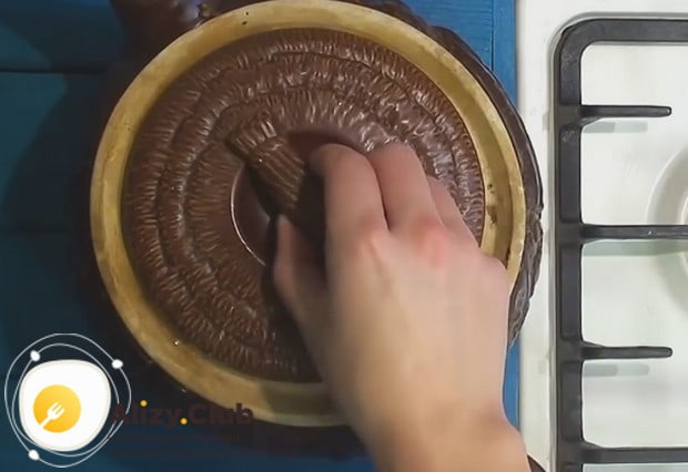 Готовим гречку с грибами в горшочке в духовке 40 минут.