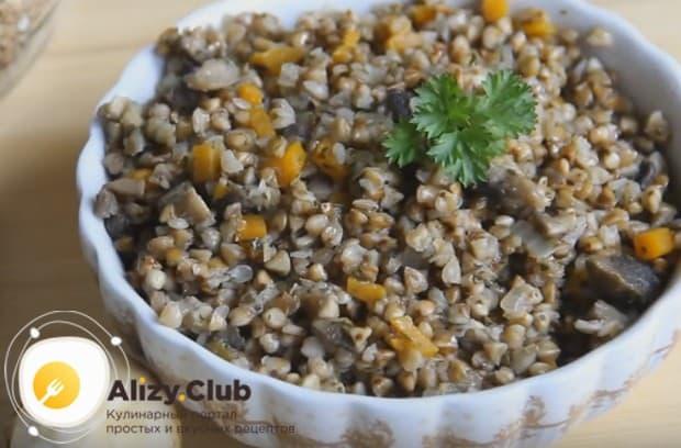 Гречка с грибами и луком и морковью это отличное полноценное блюдо.