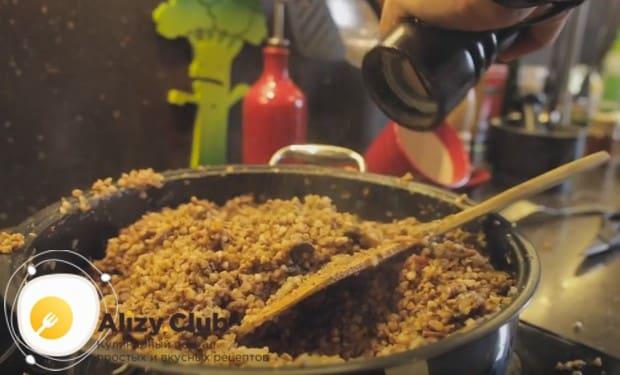 Как видите, приготовить гречку с тушенкой на сковороде по такому рецепту не составляем особого труда.