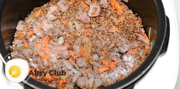 перемешайте и добавьте по своему вкусу немного соли и перца