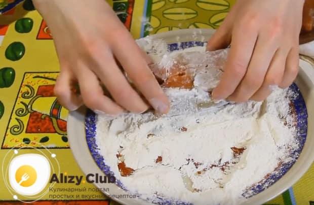 А вот еще один простой способ, как приготовить хек вкусно в духовке.