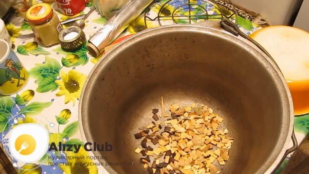 Перед тем как коптить сало подготовьте посуду
