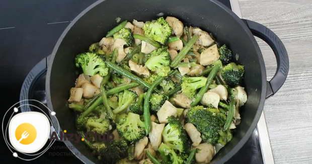 Как подавать куриную грудинку с овощами