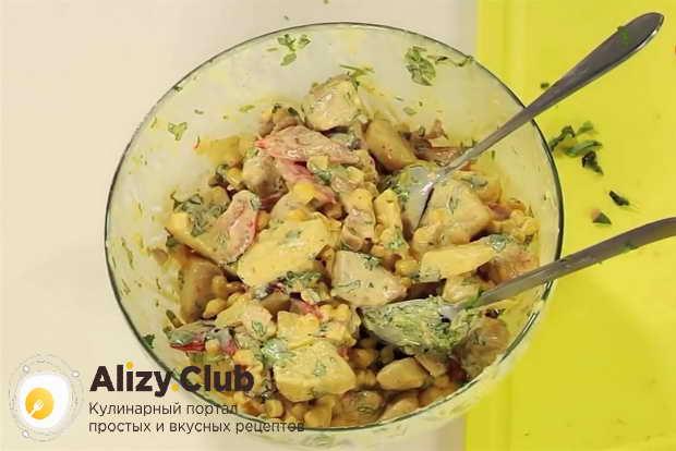 Как подавать салат из курицы с ананасом