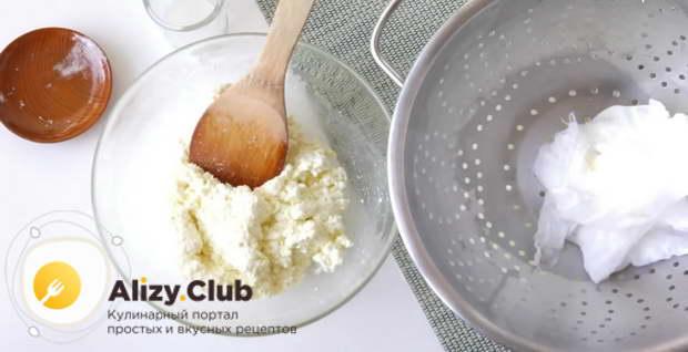 Переложить готовую рикотту в миску