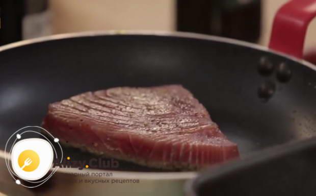 Первый способ приготовления: стейк из тунца на сковороде