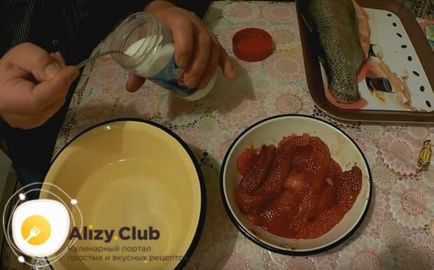 Если вам попалась икра форели, ее можно собственноручно засолить в домашних условиях по простому рецепту!