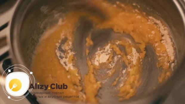 По рецепту для приготовления каннеллони, смешайте муку с маслом