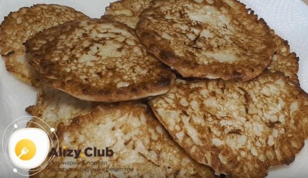Капустные оладьи на кефире по этому рецепту получаются очень нежными и сочными.