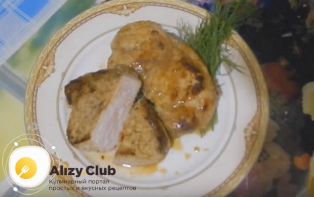 Приготовьте свиной карбонад на сковороде по нашему рецепту с фото, и он прекрасно дополнит овощные салаты и гарниры.