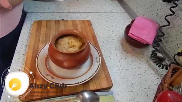 Видео рецепта картофельной бабки в духовке в горшочках