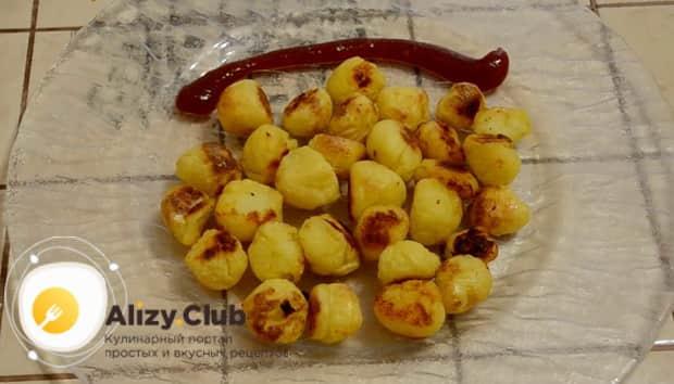 Вкусные картофельные шарики приготовленные в духовке готовы