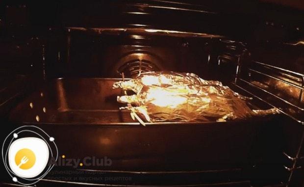 Картошка с салом в духовке по этому рецепту готовится чуть больше, чем полчаса.