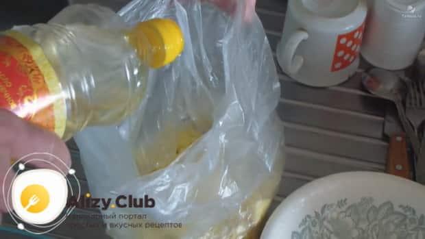 Перед тем как варить картошку в микроволновке положите ее в пакет