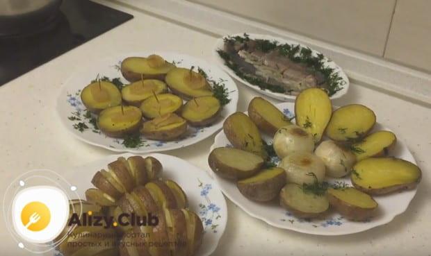 Такая картошка, запеченная с салом в духовке, станет прекрасным дополнением, например, к сельди.