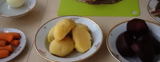 отварите овощи перед тем как готовить сельдь под шубой