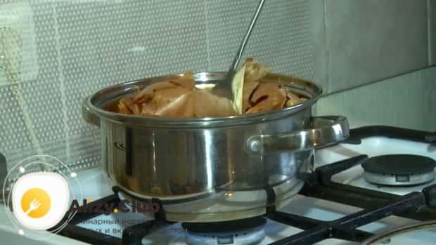 Как готовится скумбрия соленая в луковой шелухе