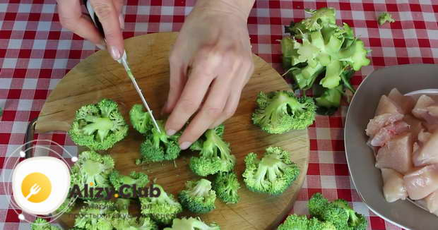 Пошаговый рецепт брокколи с курицей на сковороде