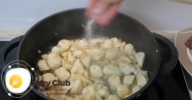 брокколи с курицей на сковороде
